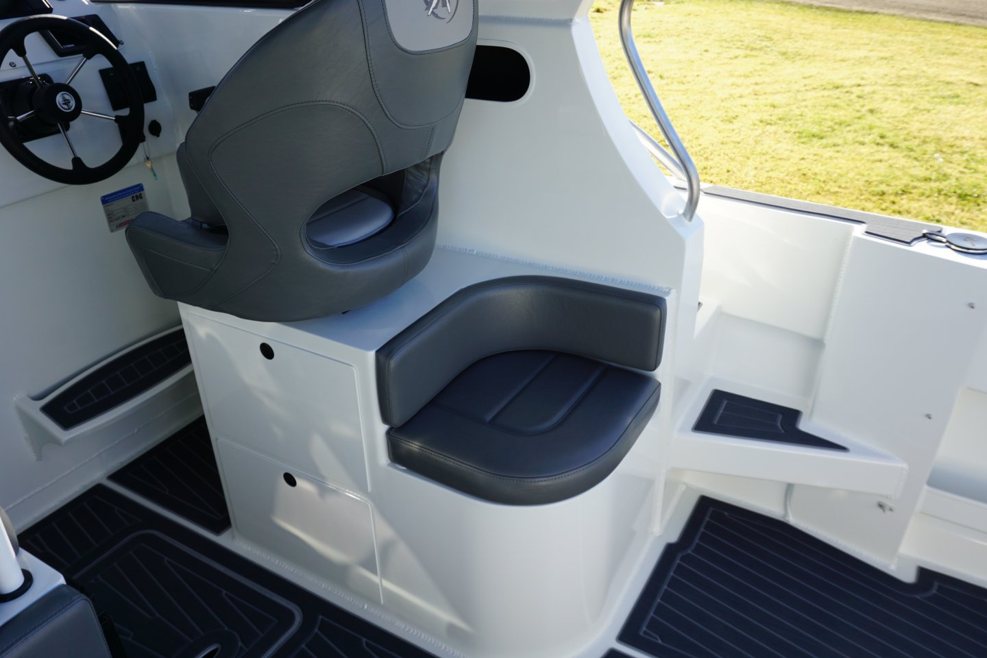 Extreme curved seating module