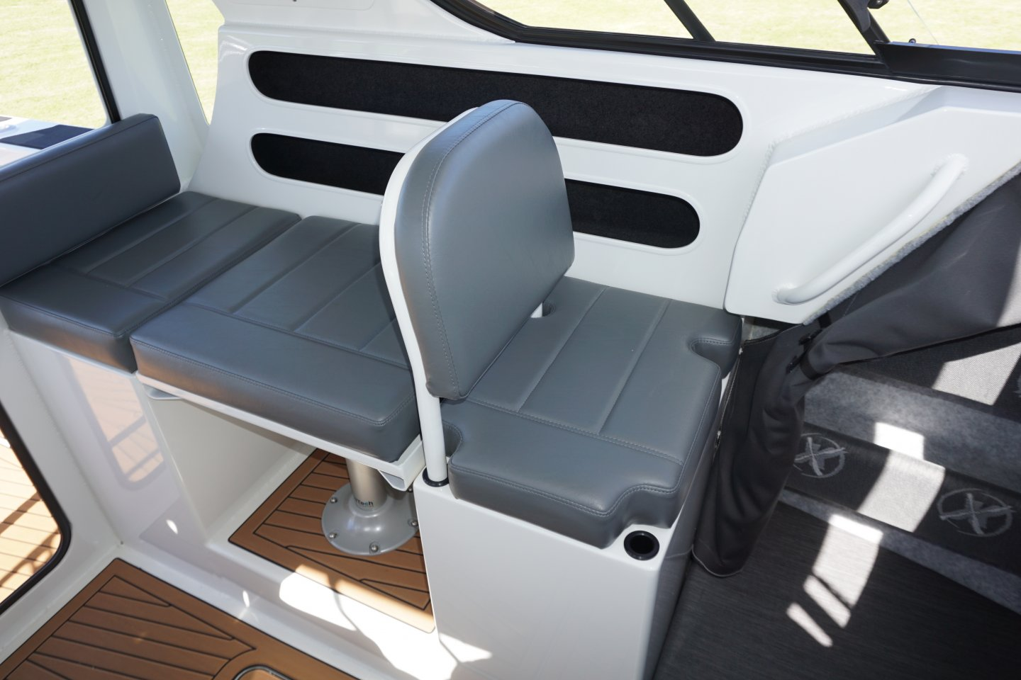 plate alloy wheelhouse bench seating