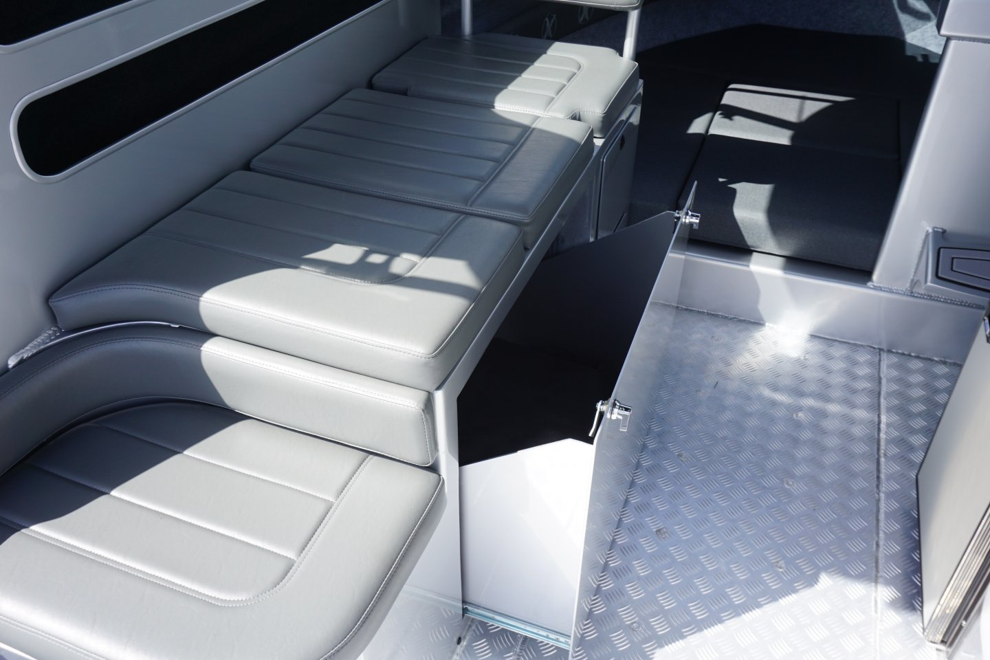Extreme seating modules with fridge draw